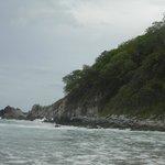 Una toma de las rocas que hay al final de la playa