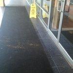 tapis de l'entrée dégueulasse !!