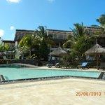 Voici une partie piscine et chambre de l ' hotel .