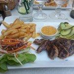 steak de canard à l'orange, accompagné de courgettes au gingembre et de sauce Andalouse !