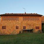 In diesem Gebäude befinden sich die Wohnungen Tarquinia (rechts) und Ansedonia