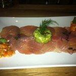 Thunfischtatar mit Avocado und Papayachutney