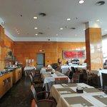 Restaurante bem decorado.
