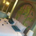 Room & Bed