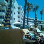 Hotelansicht von der Strandseite aus
