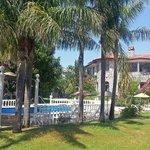 Villa mit wunderschönem (tropischen) Park