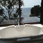 Baignoire, piscine privée, mer...
