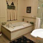 Large bathroom in Star Gazer Room