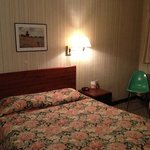 queen bed motel room #7