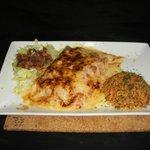 Enchiladas Mixtas Gratinadas (pollo.carne molida y desmechada)