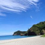 真っ青な空、白い砂浜、透明な海!