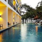 Cosy Beach Hotel Picture
