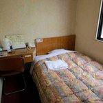 3 シングル客室(ベッド側)