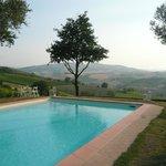 La piscina con la vista sulla valle