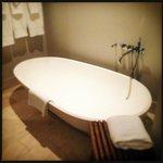 Large soaking tub :)