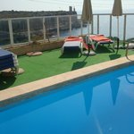 piscine et vue mer