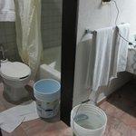Cubetas con agua para el baño