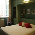 Queen bed in triple room