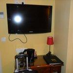 tv pantalla plana y control remoto