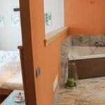 Letto e vasca da bagno doppia
