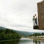 Exterior - unique cabin on stilts (!) (photo: T. Bjørnsen)