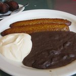 Fried plantains with beans and cream