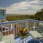 Oceanview Cottage--private deck and great view