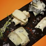 Taula formatges catalanes de pastor / tabla quesos catalanes de pastor / assortment shepherd che