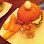 Burger at Elementales