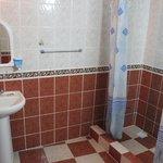 Туалет и душ - просто, но чисто