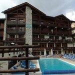 Esterno dalla parte della Manchet con piscina