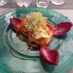 saumon mariné et petits légumes.