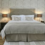 Willows super kingsize bed with luxury Eygptian cotton linen
