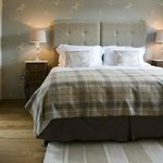 Swallows super kingsize bed with luxury Eygptian cotton linen