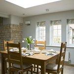 The breakfast room (70539493)