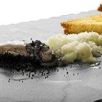 Ostriche vinaigrette allo scalogno, pan brioche tostato e burro leggermente salato