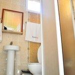 Bisera Hotel bathroom