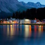The main town of Arosa at night.