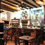 Típica decoración Andaluza con ambiente cálido y una super barra