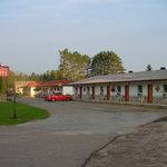 Deep River Motel exterior