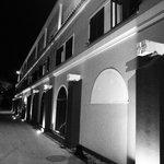 Vista externa nocturna