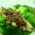 filetto di sgombro marinato con radicchio croccante e cipolla rossa di Tropea