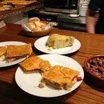 Surtido de empanadas, tortilla, pulpitos