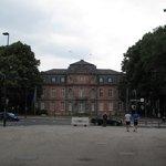 Hofgarten mit Blick auf das Goethemuseum