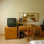 Nice spacious room, antique television