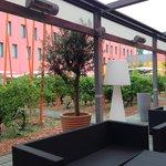 Courtyard bar-breakfast area