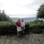 Jean et Sandrine et vue au terrasse