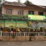 Kumar's restaurant