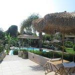 Panoramica della struttura con piscina e idromassaggio