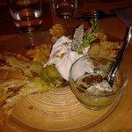 Fiori di zucca fritti con burrata e crema di zucchine